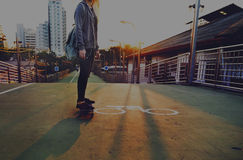 Ocio patinador libremente Joy Concept del patinador de las mujeres jovenes Fotos de archivo