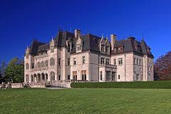 Ockerhaltige Gerichts-Villa der Salve-Regina-Universität lizenzfreies stockfoto