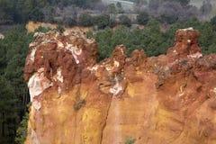 Ockrainsättningar i den Roussillon byn, Luberon, Provence Royaltyfria Bilder