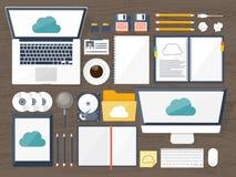 också vektor för coreldrawillustration Arbetsplats tabell med dokument, dator Beräknande bakgrund för plant moln Massmedia datase Arkivbild