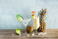 Ocktails do ¡ de Margarita e de Pina Colada Ð foto de stock