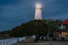 Ocracoke latarnia morska przy nocą obraz royalty free