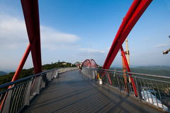 OCT de bruggengang van Shenzhen Meisha van het Oosten in de Wolken stock fotografie