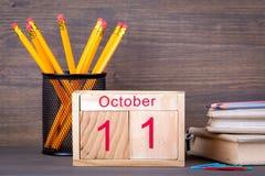 11 octobre calendrier en bois en gros plan Planification de temps et fond d'affaires Photo libre de droits