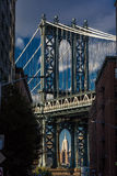 23 octobre 2016 - le pont de Manhattan encadre l'Empire State Building, NY NY Image stock