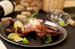Octopus en wijn, traditionele Italiaanse keuken Smakelijk voedsel Zeevruchten stock foto's