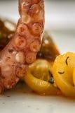 Octopus met tomaten Royalty-vrije Stock Foto's