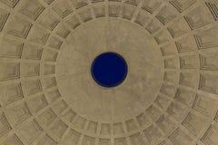 Oculos på överkanten av panteon i Rome Arkivbilder