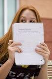 Ocultación detrás de notas Foto de archivo