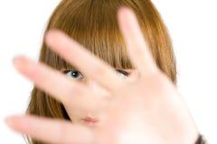 Ocultación rubia de la muchacha Imagen de archivo