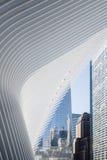 Oculus и одна башня Нью-Йорк всемирного торгового центра стоковое изображение rf