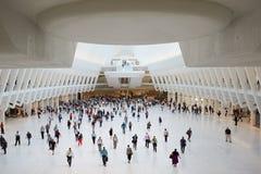 Oculus wnętrze biała world trade center stacja z ludźmi w Nowy Jork Obrazy Stock