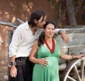 oczekuje szczęśliwych potomstwa dziecko para Zdjęcia Royalty Free