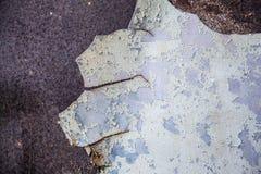 odłupany metal matrycuje na porysowanej ścianie obraz royalty free
