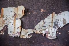 odłupany metal matrycuje na porysowanej ścianie zdjęcia royalty free