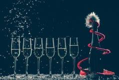 Odświętność nowy rok, urodziny, xmas przyjęcie butelkę szampana Zdjęcia Royalty Free