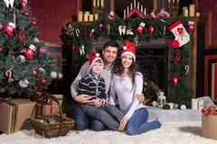 odświętności bożych narodzeń rodzina szczęśliwa zdjęcie stock