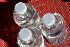 Odświeżająca woda butelkowa Zdjęcia Royalty Free