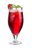 Odświeżający Truskawkowy koktajl Alkoholu koktajl na białym tle Obraz Royalty Free