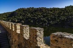 Od ścian forteca Lozoya rzeka obrazy stock