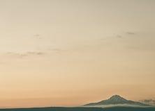 Od odległości przy przerwą świt strzelał fotografię wulkan Erciyes południe Kayseri, Anatolia, Turcja obraz stock
