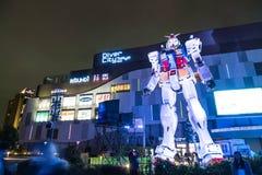 ODAIBA,日本- 2016年11月16日:gundum雕象在前面 免版税库存照片