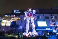 ODAIBA,日本- 2016年11月16日:gundum雕象在前面 免版税库存图片