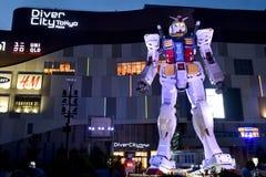 ODAIBA, JAPÓN - 6 de septiembre de 2016: Ésta es plaza exterior de DiverCity Tokio de Gundam de la reproducción de las demostraci Imagen de archivo