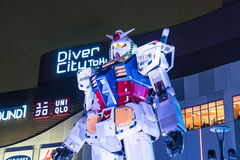 ODAIBA, JAPAN - 16. NOVEMBER 2016: Statue von gundum vor Stockfotos