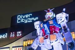 ODAIBA, JAPAN - 16. NOVEMBER 2016: Statue von gundum vor Stockbilder