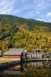 Odbicia domy w wodach fjord wewnątrz Fotografia Stock