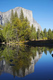Odbicia na Lustrzanym jeziorze, Yosemite park narodowy, Californ Zdjęcia Royalty Free