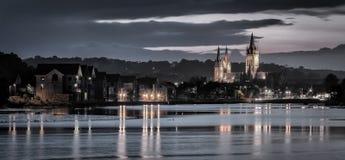 Odbicia przy półmrokiem, Truro katedra, Cornwall zdjęcia royalty free