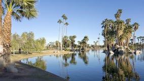 Odbicia w Encanto Park jeziorze, Phoenix, AZ Obraz Stock