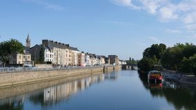 Odbicia w Sarthe rzece przy Le Mans, Francja zbiory wideo