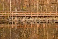 Odbicie drewniany most zdjęcia stock