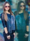 Odbicie dziewczyna w lustrze Fotografia Stock