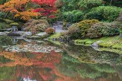 Odbicie jesieni kolorów japończyka ogród Obrazy Royalty Free