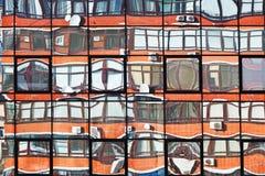 Odbicie mieszkanie dom w lustrzanych okno Fotografia Royalty Free