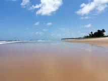 Odbicie niebieskie niebo w morzu Zdjęcie Royalty Free