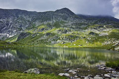 Odbicie Rila góra w Bliźniaczym jeziorze Zdjęcia Stock