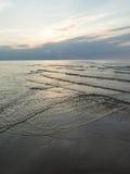 Odbicie słońce w morzu obraz stock