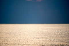 Odbicie słońce w morzu fotografia royalty free