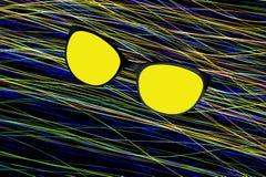 Odbicie słońce w okularach przeciwsłonecznych przeciw tłu abstrakcjonistyczne fala Zdjęcie Royalty Free