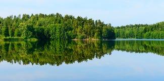 Odbicie w Błękitnym jeziorze Obrazy Royalty Free