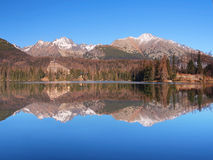 Odbicie w Strbske Pleso, Wysoki Tatras zdjęcie royalty free