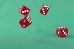 Odbijać się Czerwonych kostka do gry Obrazy Stock