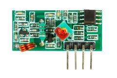 Odbiorca cyfrowy sygnał drukował obwód deskę z setem elektroniczni składniki odizolowywający na białym tle zdjęcie royalty free