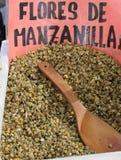 Odbiorca z chamomile infuzj? zdjęcia royalty free