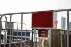 Odbitkowa astronautyczna czerwonego koloru i bielu barykada w mieście zdjęcie royalty free